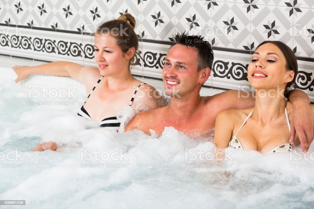 Legal girls in the tub