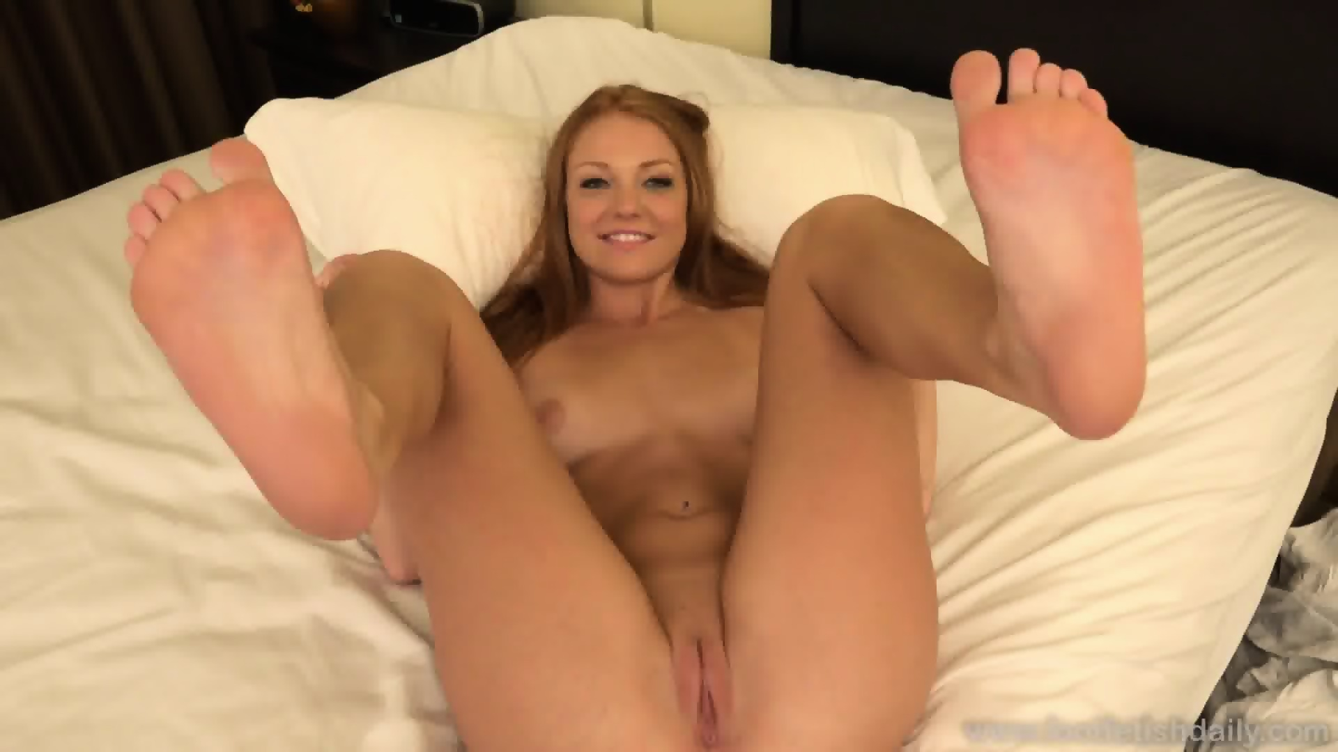 Naked girls with sexy feet